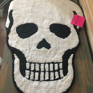 Betsey Johnson skull rug NWT black and white